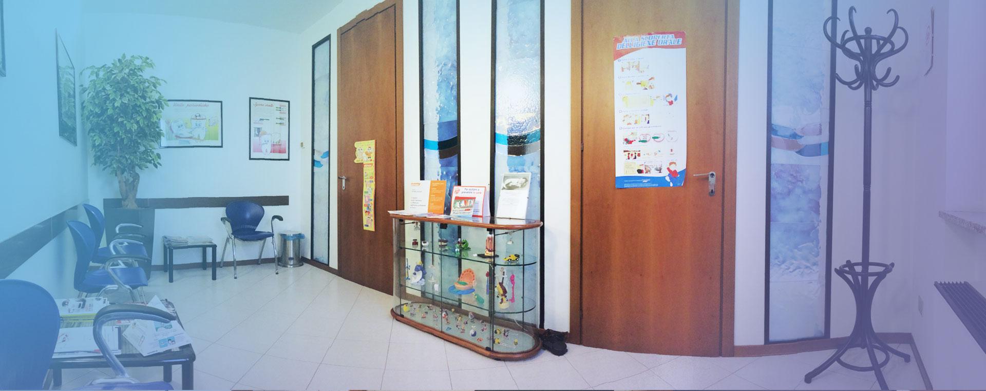 attesa-studio-dentistico-mauro-pini1